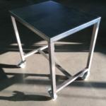 table inox sur roulettes